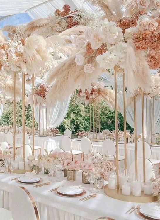 Пример оформления элегантных свадебных столов. фото