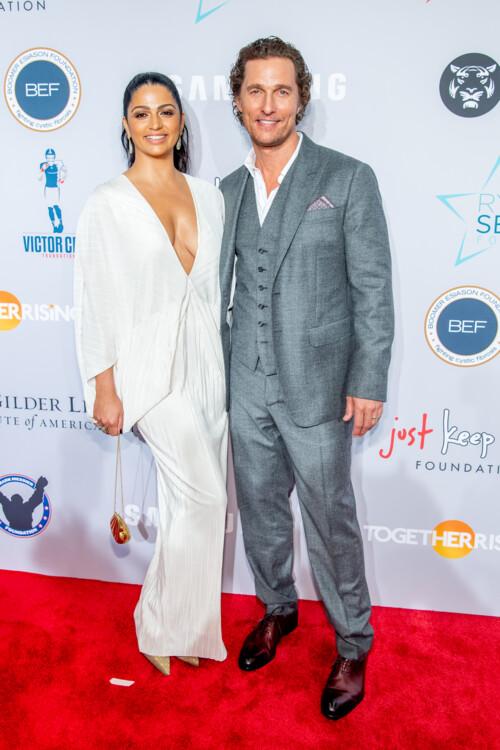 Камила Алвес и Мэтью Макконахи на благотворительном гала-вечере Samsung, 2018