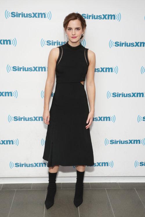Эмма Уотсон в платье 3.1 Phillip Lim в Нью-Йорке
