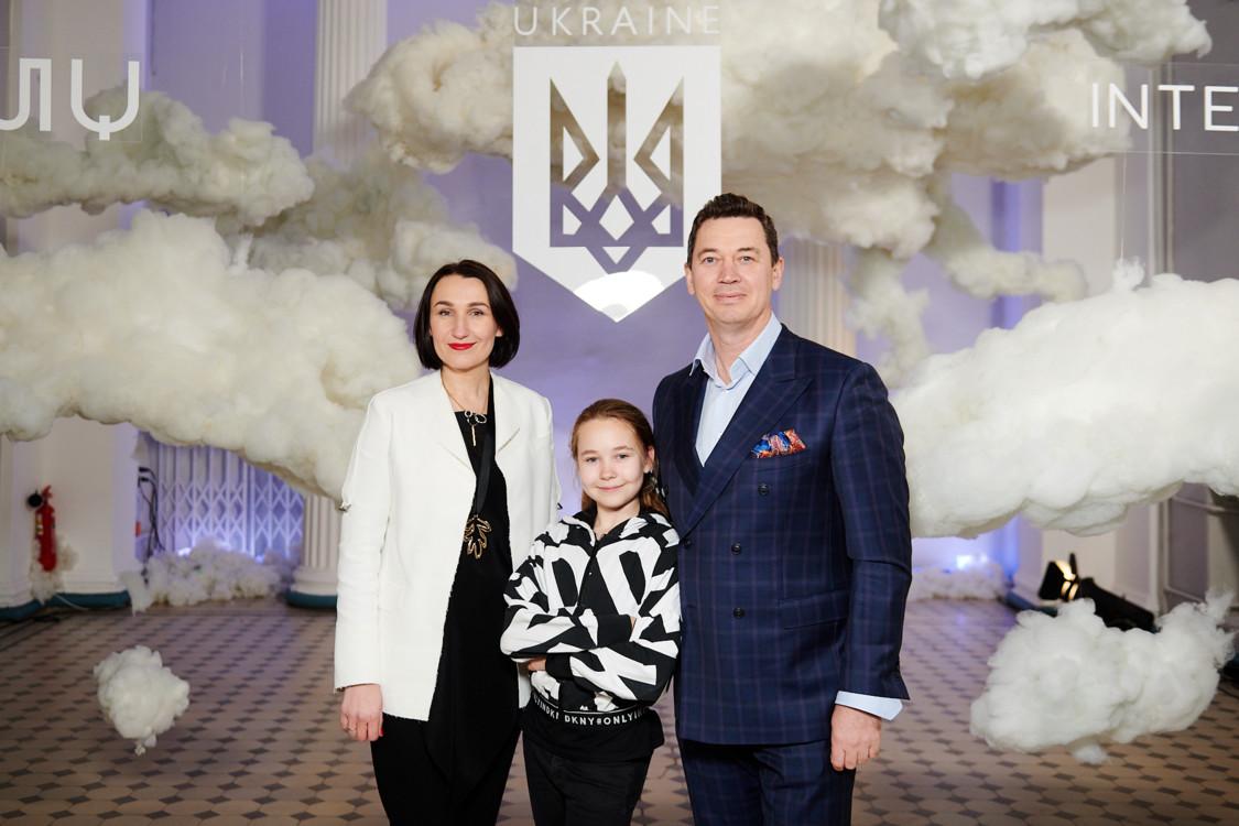 Сергей Бадритдинов и Юлия Бадритдинова с дочерью
