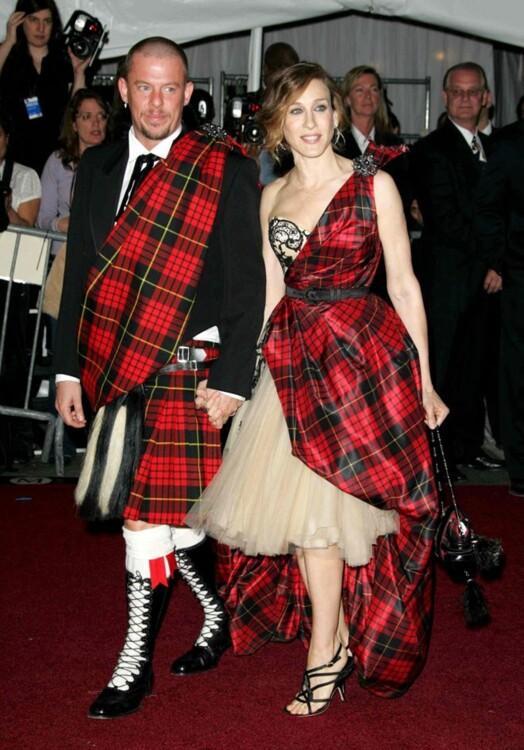 Александр Маккуин и Сара Джессика Паркер в Alexander McQueen, MET Gala 2006