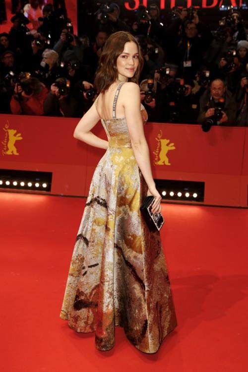 Эмилия Шуле в Christian Dior