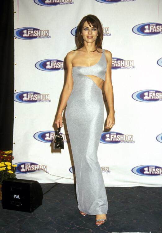 Элизабет Херли на церемонии вручения премии VH1 Fashion Awards, 1996