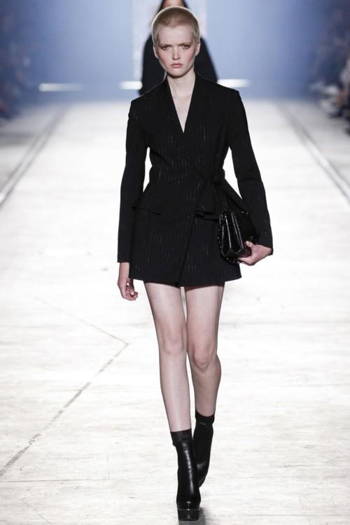 Рут Белл на показе Versace