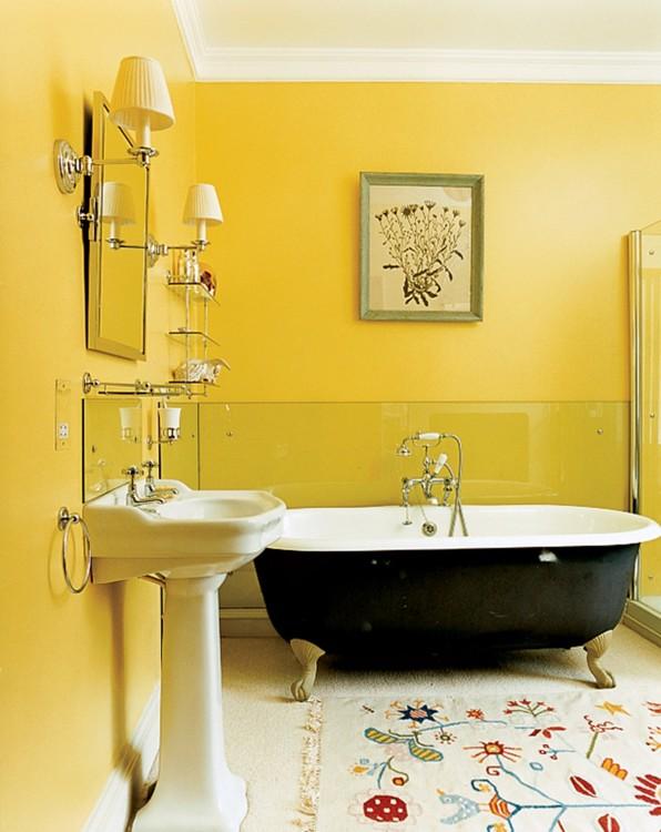 Желтые стены модели Стеллы Теннант создают веселую обстановку. Фото: Франсуа Алар, Vogue, 2005