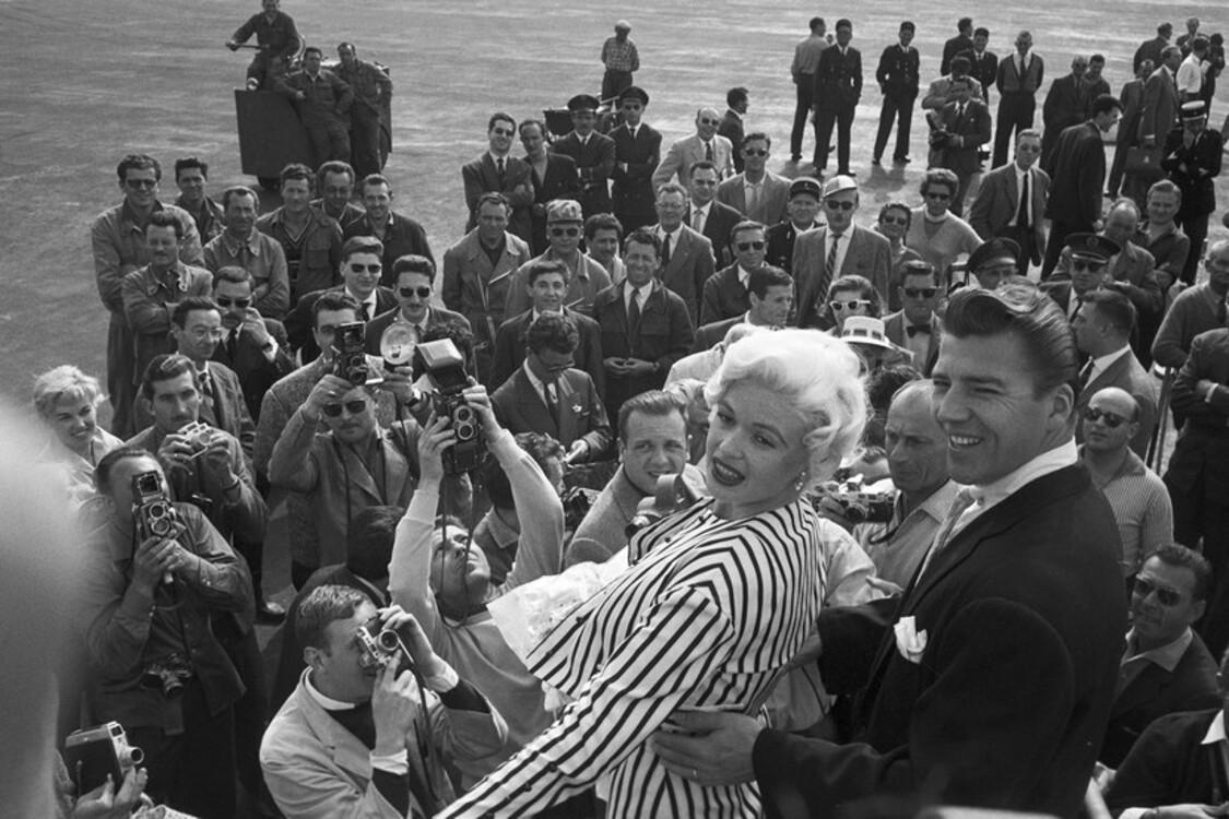 Джейн Мэнсфилд и Мики Харгитей, 1958