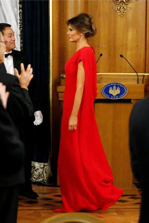 Мелания Трамп в платье Valentino