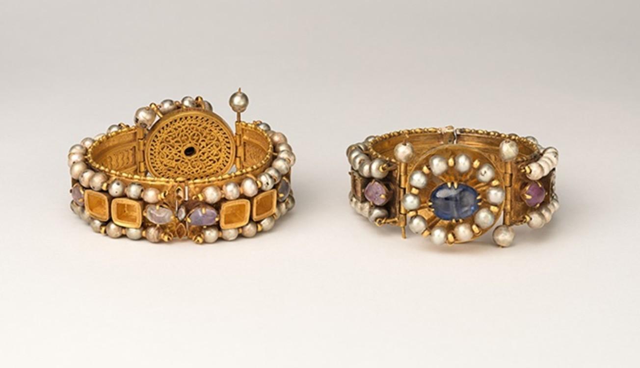 Браслеты, 500-700 г.г. Византия. Золото, серебро, жемчуг, аметист, сапфир, стекло, кварц.