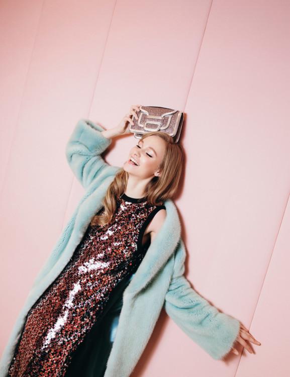 Шуба Kizko Furs, платье MCQ и сумка Pierre Hardy