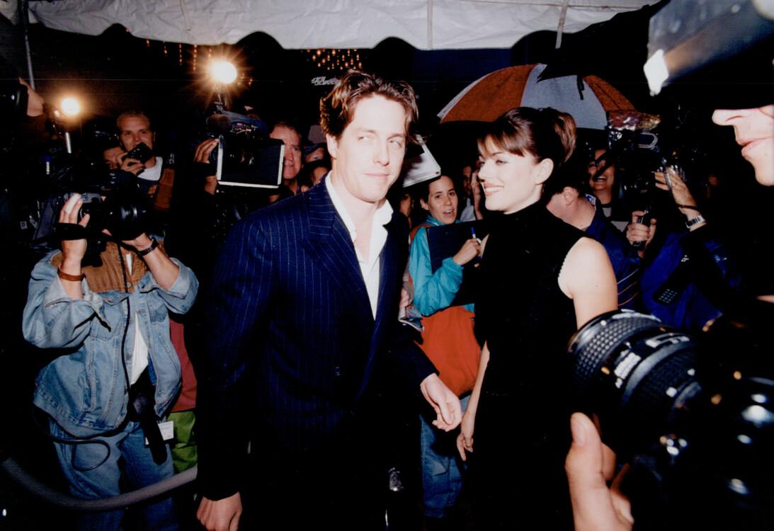 Хью Грант и Элизабет Херли, 1996