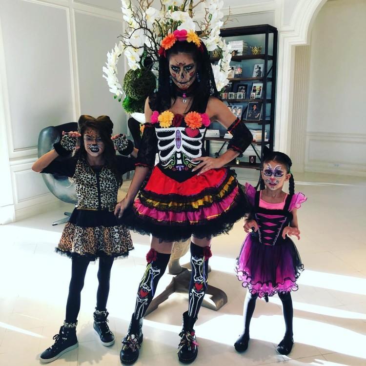 Адриана Лима с дочерями Валентиной и Сиенной (фото: Instagram @adrianalima)