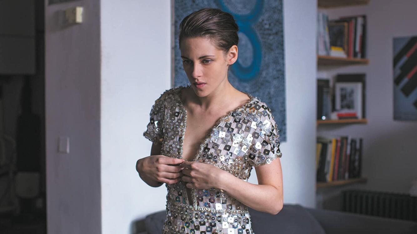 Кристен Стюарт в серебряном платье Chanel в фильме «Персональный покупатель»