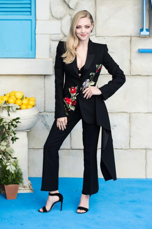 Аманда Сейфрид в Alexander McQueen и украшениях Tiffany & Co