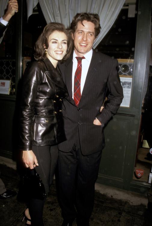Элизабет Херли и Хью Грант на премьере фильма «Англичанин, который поднялся на холм, а спустился с горы», 1995
