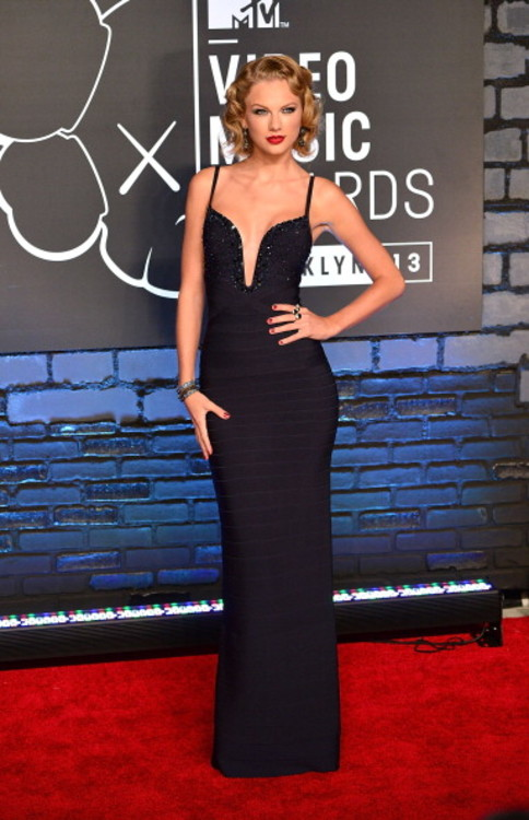 Тейлор Свифт в Herve Leger на MTV Video Music Awards, 2013