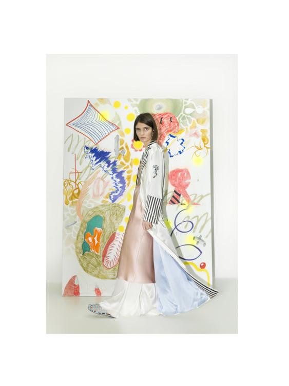 Шлепанцы Alexander Wang, брюки I.D.Sarrieri, халат и сорочка Olivia Von Halle