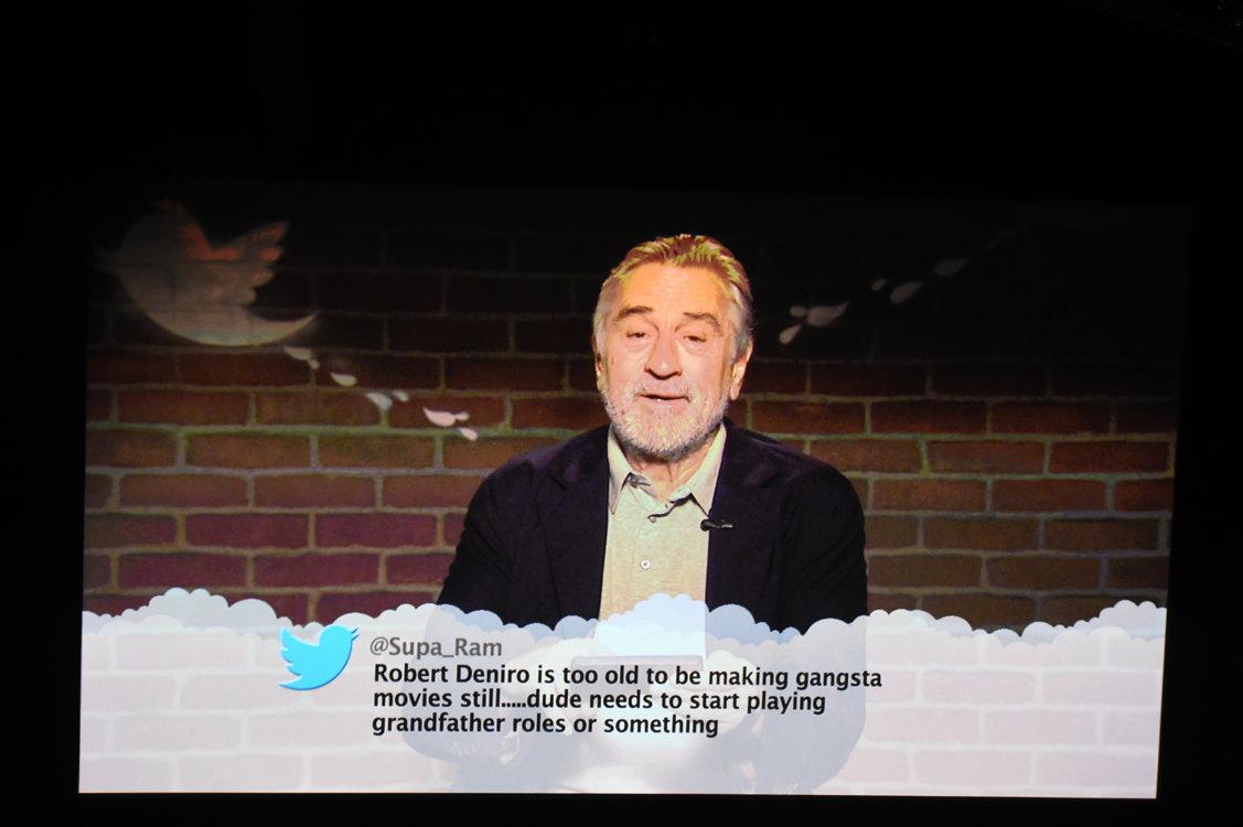 РОберт де Ниро читает твитт о себе