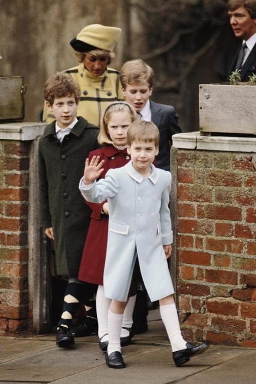 Принц Вільям, Зара Філліпс, Пітер Філіпс, Фредерік Віндзор і принцеса Діана, 25 грудня 1987 р.