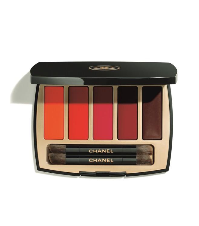 Палитра для губ La Palette Caractère, Chanel, содержит шелковистые, бархатные и матовые текстуры. Свой красный тут найдут все. Есть насыщенные оттенки яркого кровавого, есть ягодные с синеватым подтоном, есть пламенеющий ярко-оранжевый