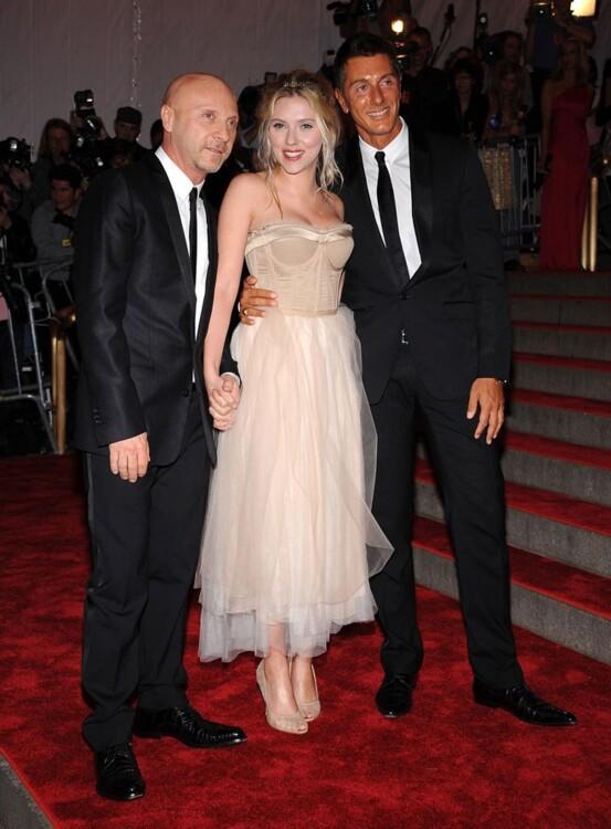 Доменико Дольче, Скарлетт Йоханссон в Dolce & Gabbana и Стефано Габбана, MET Gala 2008