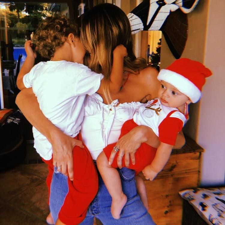 Кендіс Свейнпол з дітьми
