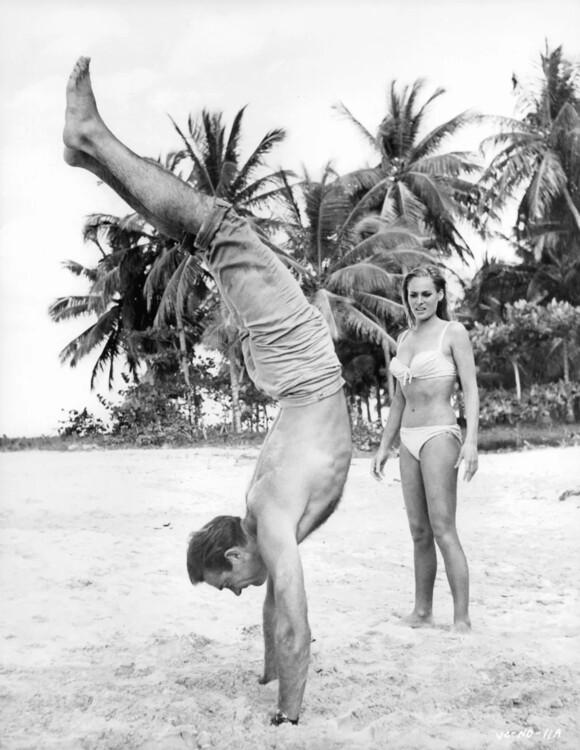 Архивные фото Шона Коннери в роли Джеймса Бонда фото