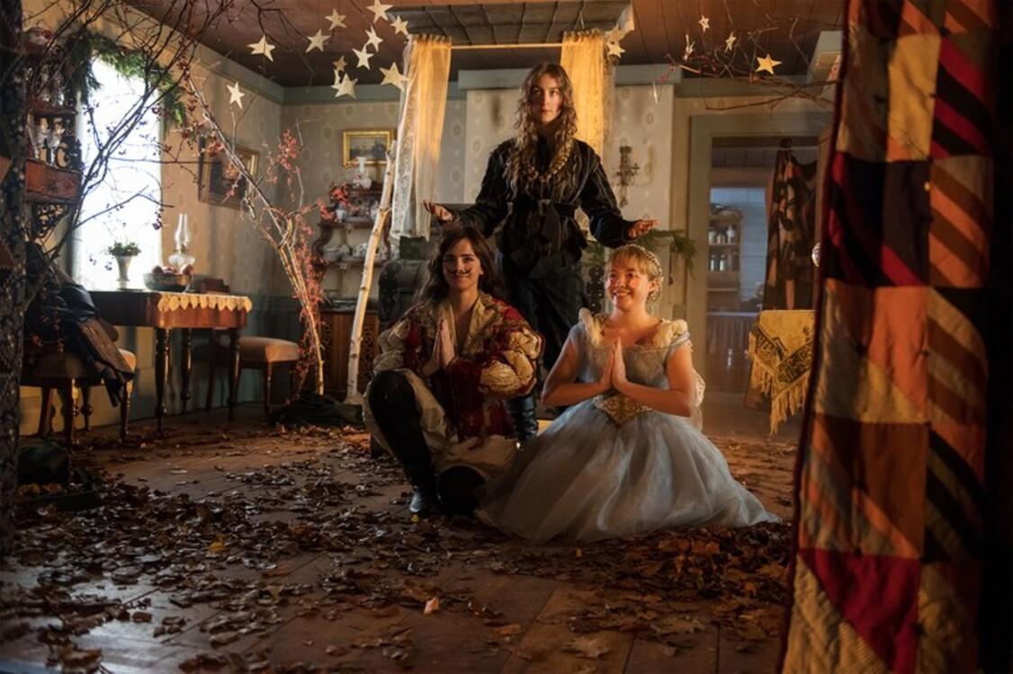 Емма Вотсон, Флоренс П'ю і Сірша Ронан у фільмі «Маленькі жінки»