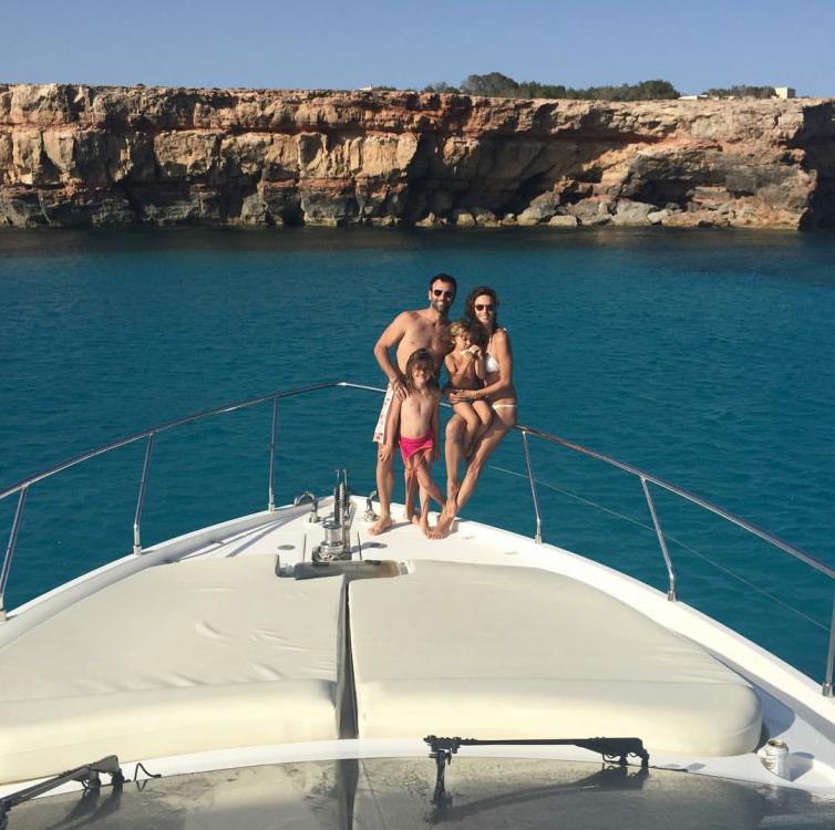 вся семья на яхте