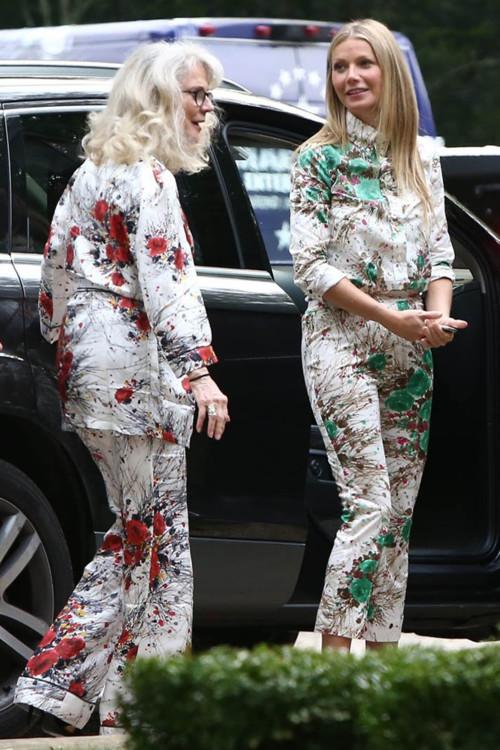Гвинет Пэлтроу и ее мама Блайт Даннер в костюмах Prada