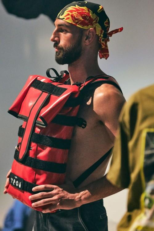 Рюкзак Phipps, который нужно носить спереди