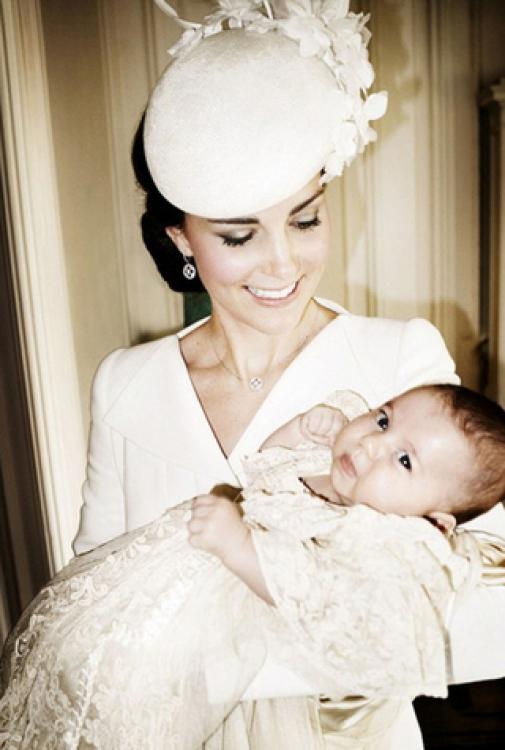 Крестины принцессы Шарлотты, июль 2015 года. Автор снимка – знаменитый модный фотограф Марио Тестино