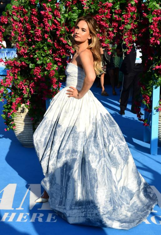 Лили Джеймс в платье Oscar de la Renta