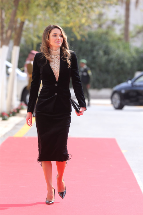 Королева Иордании Рания прибывает на торжественное открытие парламента 7 ноября 2016 года в Аммане, Иордания
