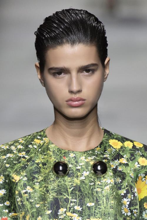 влажная укладка модная прическа 2020 фото