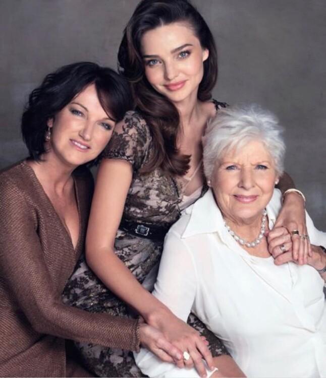 Міранда Керр з мамою і сестрою