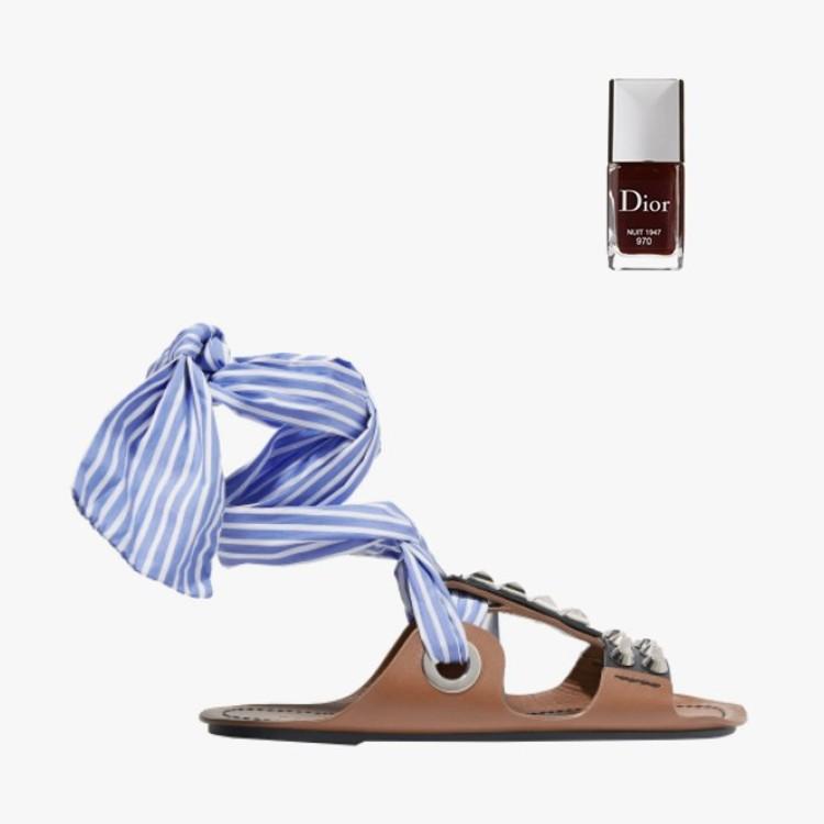 Сандалии Prada с голубыми завязками, лак для ногтей Dior Vernis Gel Shine and Long Wear в оттенке Nuit