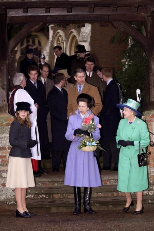 Принцеси Анна і Беатрис, 25 грудня 2001 р.