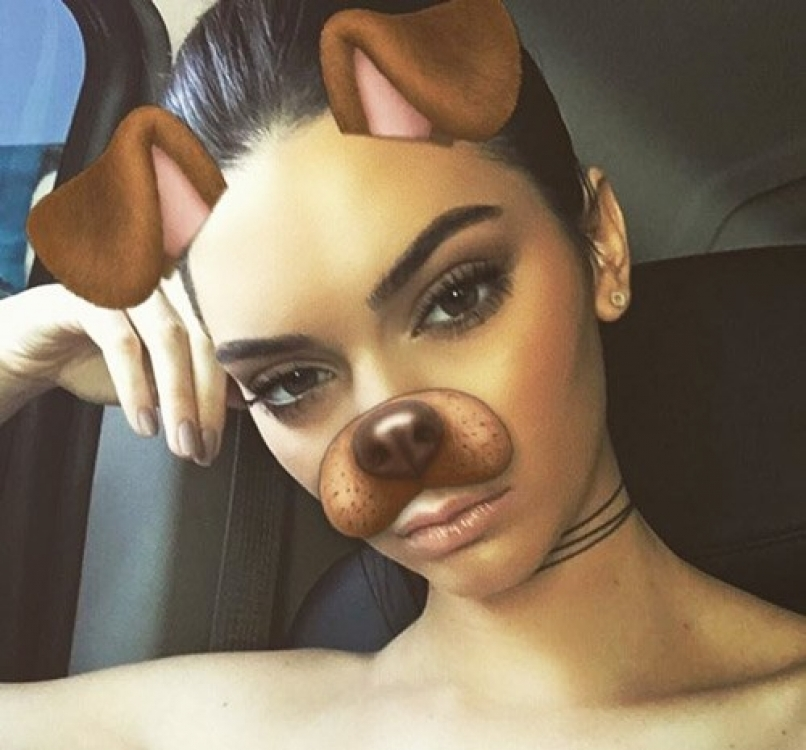 Селфи Кендалл Дженнер, сделанное при помощи фильтра Snapchat Dog Overlay Filter