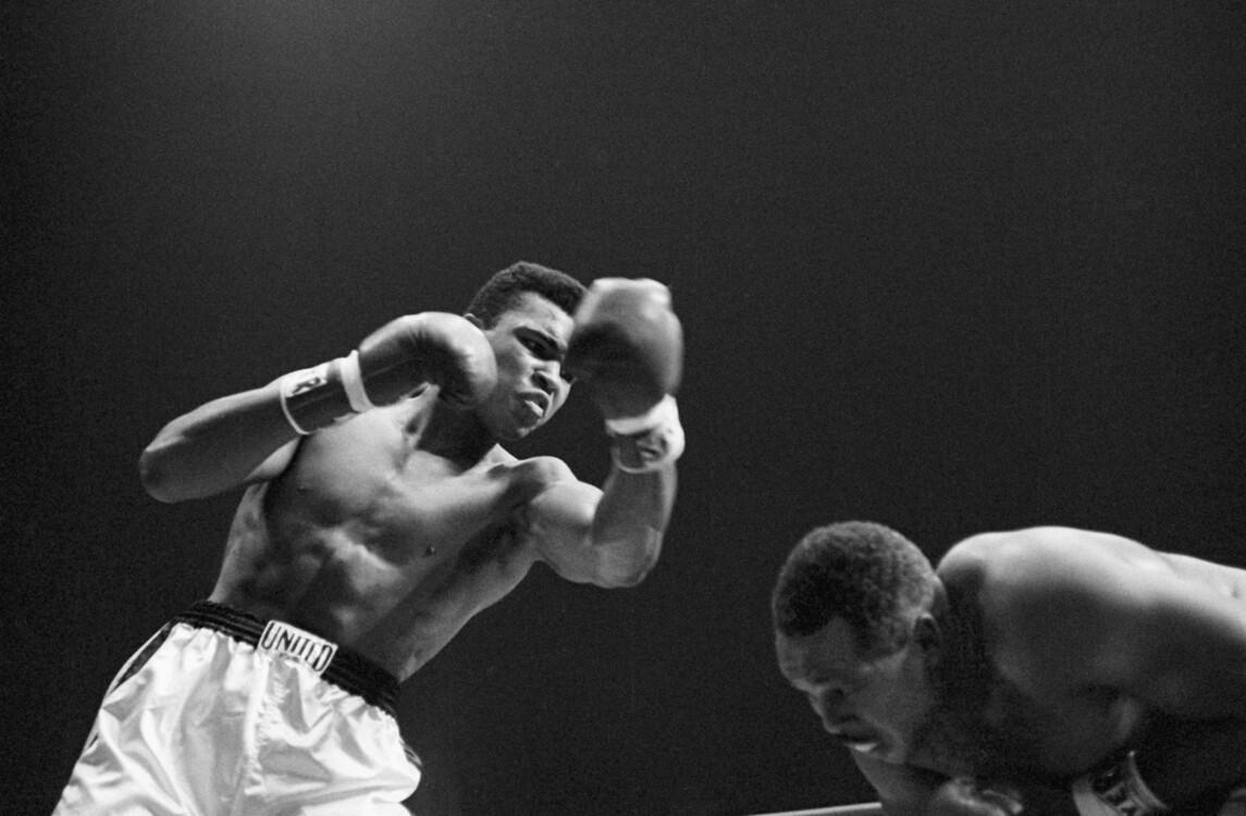 Кассиус Клей во время боя с Арчи Муром, 15 ноября 1962 года в Лос-Анджелесе, Калифорния