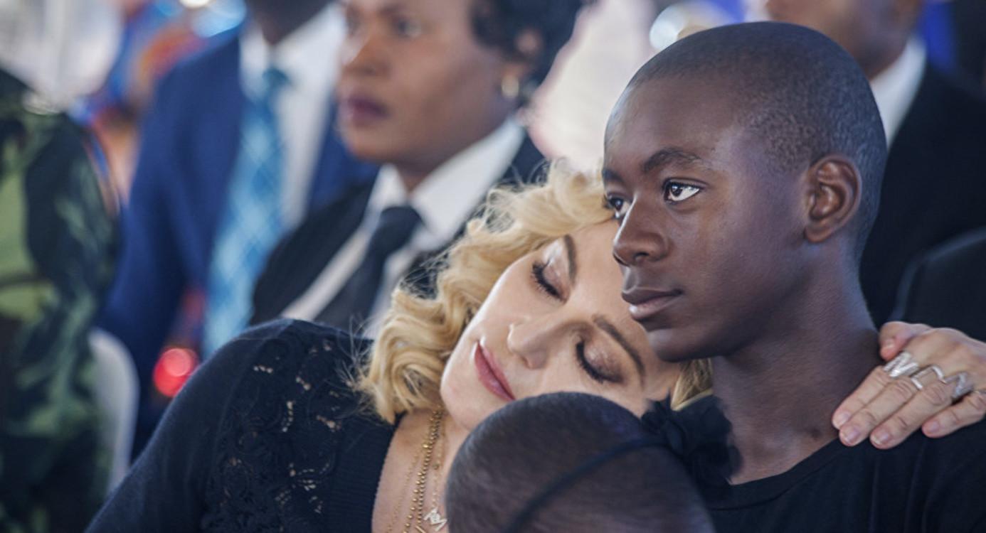Мадонна и Дэвид Банда Мвале Чикконе-Ричи