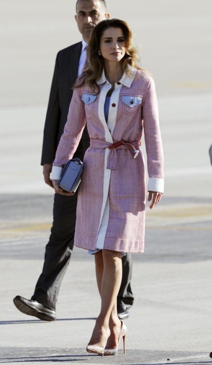 Королева Иордании Рания в аэропорту Барахас 19 ноября 2015 года в Мадриде, Испания