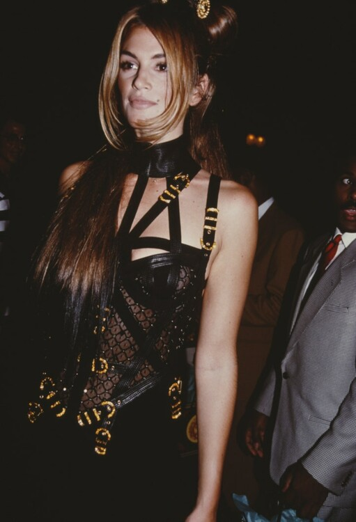 Синди Кроуфорд на вечеринке у Джанни Версаче в Нью-Йорке в 1992 году