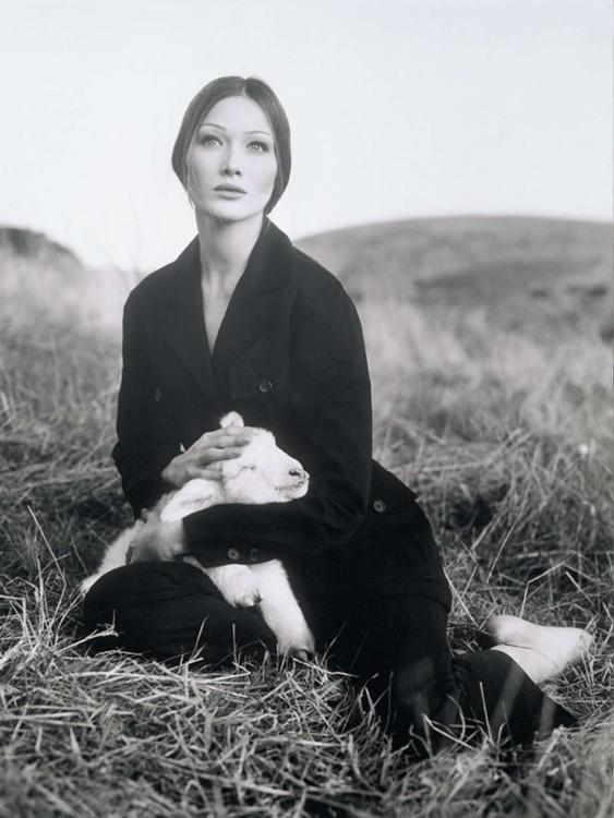 Карла Бруни в рекламной кампании Prada, 1993