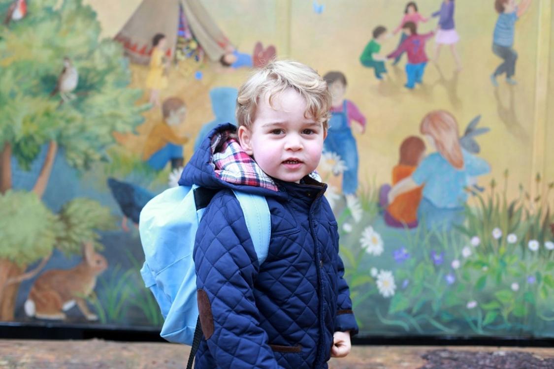 Портрет принца Георга, который вышел в первый день его похода в детский сад Westacre Montessori School в штате Норфолк