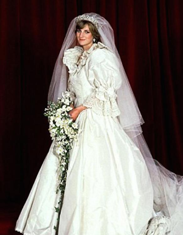 Диана, принцесса Уэльская в платье от David & Elisabeth Emanuel