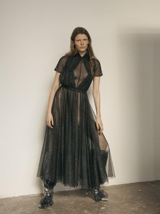 Платье Emilia Wickstead и ботинки Midnight Zero
