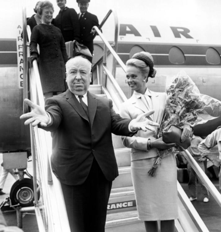 Альфред Хичкок и Типпи Хедрен в аэропорту Ниццы (Каннский фестиваль 1963 год)