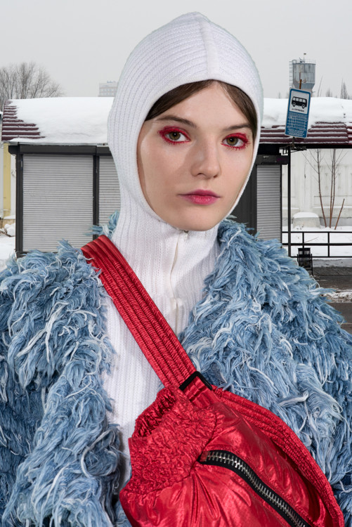 Шуба Ksenia Schnaider, балаклава Bevza, брюки Nebo, обувь Puma x Outlaw Moscow,  муфта IENKI IENKI