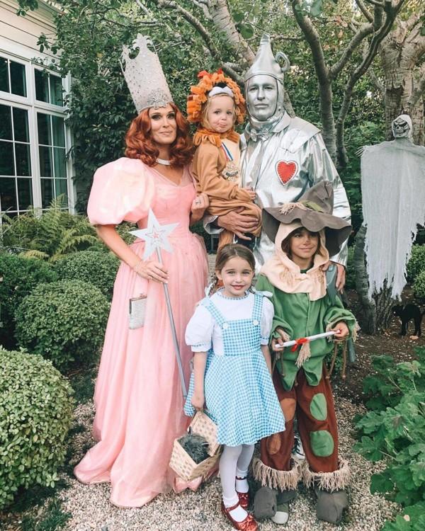 Молли Симс с семьей