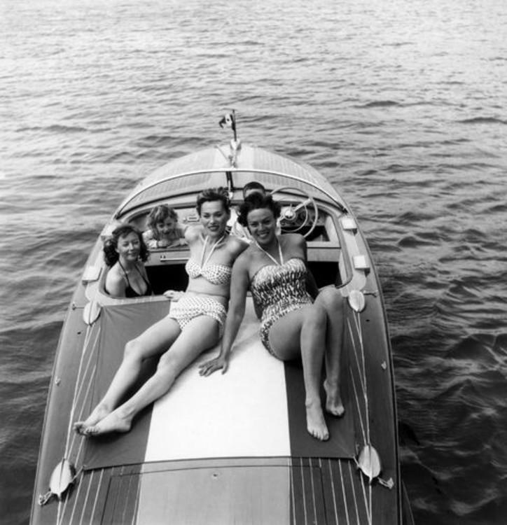 Актрисы Дора Долл и Белла Дарви, 1956 год